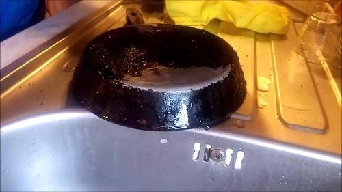 Нагар на сковороде