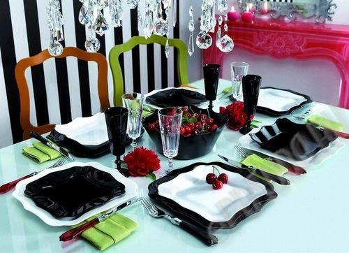 Стильное сочетание цветов на столе