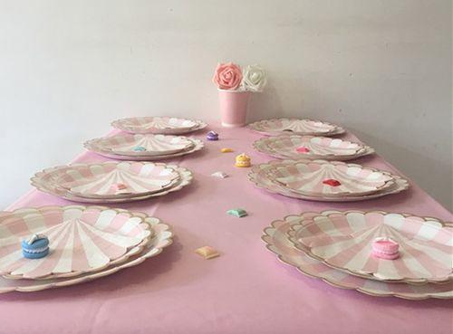 Сервировка в розовом цвете