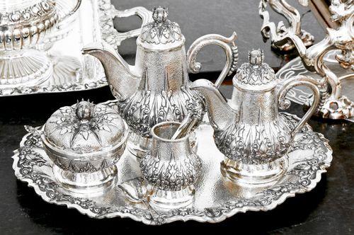 Набор серебряной посуды