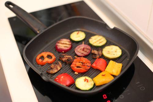 Как правильно жарить на сковороде-гриль